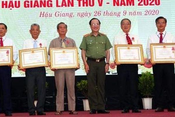 Thứ trưởng Nguyễn Văn Thành dự và chỉ đạo ĐH Thi đua yêu nước tỉnh Hậu Giang