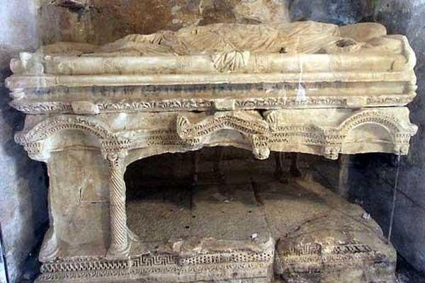 Bí ẩn hầm mộ được cho là của ông già Noel Santa Claus