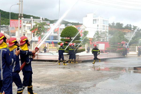 Vân Đồn: Diễn tập phương án chữa cháy tại Trung tâm y tế