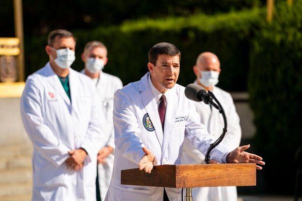 Khi ông Trump là tổng tư lệnh, bác sĩ thường phải gật đầu