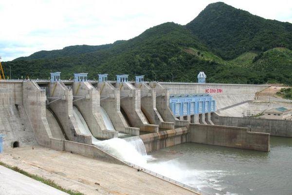Các hồ chứa vùng Nam Trung bộ vẫn đang... cần nước