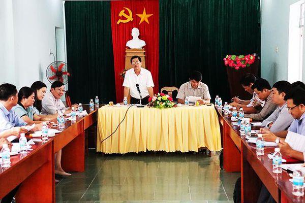 Ông Nguyễn Tấn Tuân làm việc với xã Cam Thịnh Đông và Cam Lập