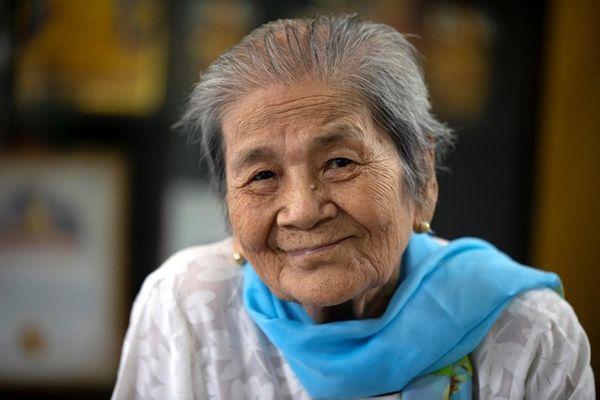 Cụ bà 100 tuổi đánh bại Covid-19
