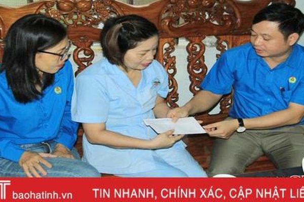 Nghi Xuân trao 240 triệu đồng hỗ trợ đoàn viên công đoàn
