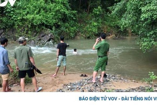 Hai người mất tích khi qua suối ở Yên Bái