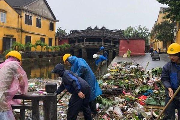 Bão qua mưa lại, dân xứ Quảng vất vả ngược xuôi