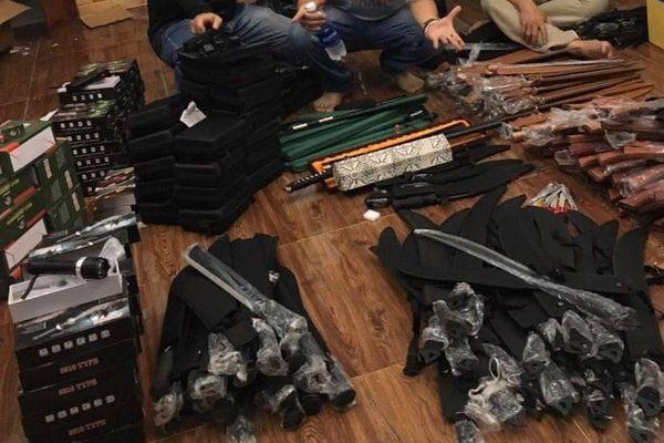 Bắt người bán vũ khí, lần ra cả kho kiếm, súng… ở Thủ Đức