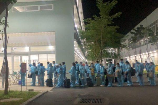 63 thai phụ và 25 ca bệnh hiểm nghèo từ Nhật Bản về được cách ly tại Bình Dương