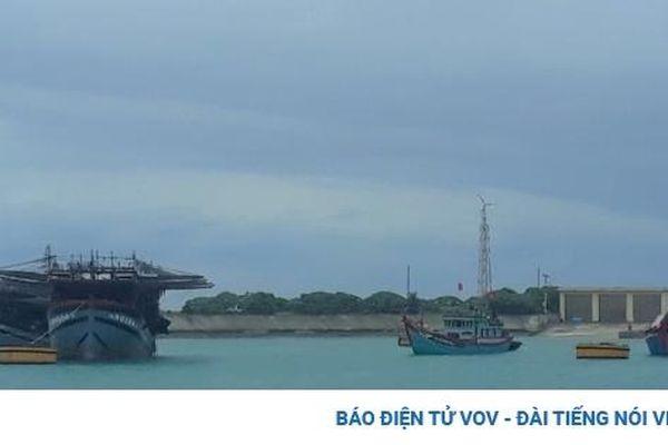 Ngư dân vào các âu tàu để tránh trú áp thấp nhiệt đới trên Biển Đông