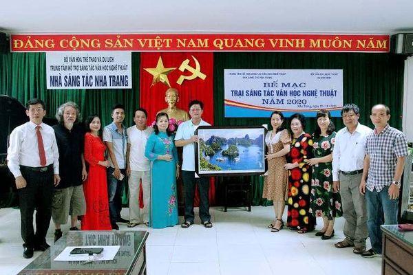 Các nghệ sĩ Quảng Ninh dự trại sáng tác VHNT tại Nha Trang