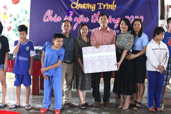 Công đoàn PC Quảng Nam tặng 120 suất quà tại Làng Hòa Bình