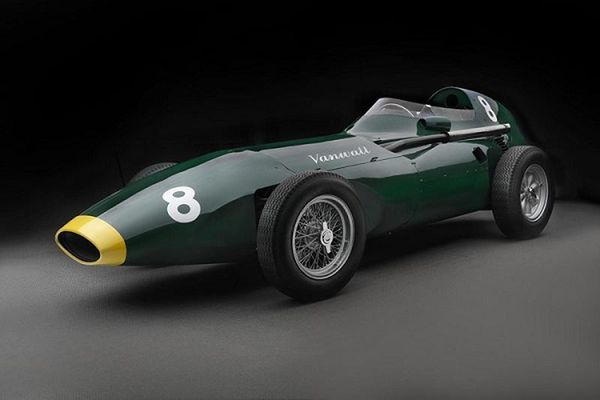 Siêu xe cổ Vanwall 1957 được tái sinh, chào bán 49,7 tỷ đồng
