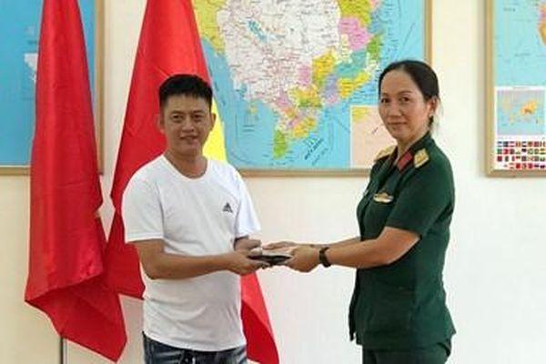 Người tốt - Việc tốt: Hành động đẹp của nữ nhân viên quân y