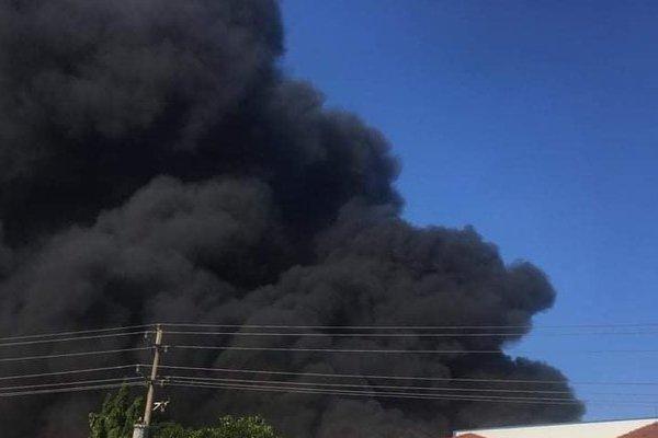 Cháy tại công ty xử lý môi trường, người dân sơ tán tìm chỗ an toàn