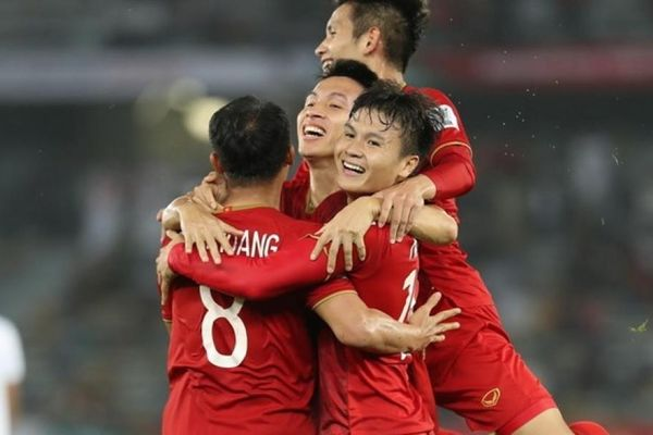 Tuyển Việt Nam vẫn đứng hạng 94 thế giới, Thái Lan thăng một bậc