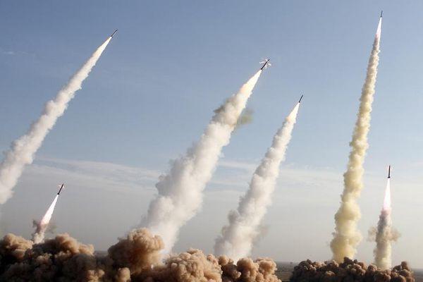 Iran khoe tên lửa 'xịn' trong tập trận phòng không