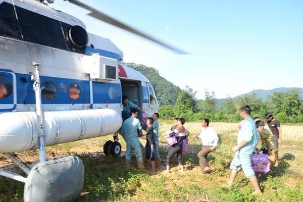 Dùng trực thăng cứu trợ khi đảm bảo an toàn bay