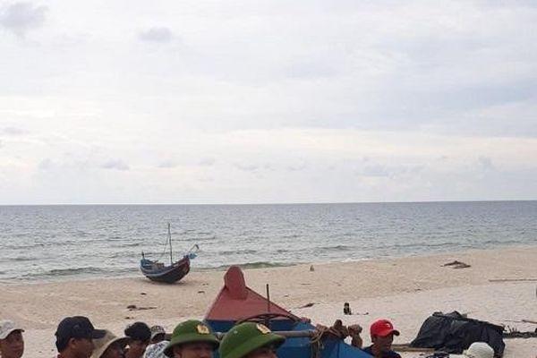 Quảng Bình: Phó trưởng Công an xã đứt ba ngón chân khi cứu dân vượt lũ