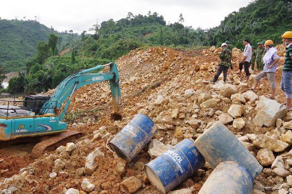 Rút lực lượng cứu hộ khỏi Rào Trăng 3 vì bão số 9 diễn biến phức tạp