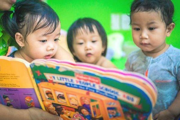 Giáo dục sớm cho trẻ qua sách tương tác