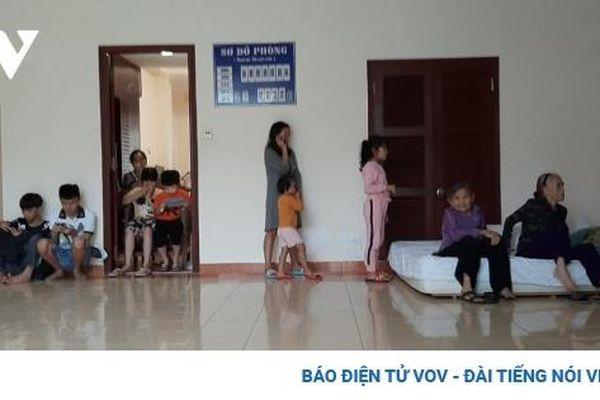 Người dân vùng biển Nghĩa An, Quảng Ngãi vào khách sạn trú bão