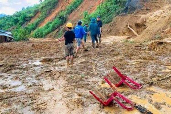 Thêm một vụ sạt lở chôn vùi 11 người, Quảng Nam dồn lực tìm kiếm