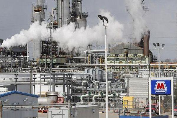 Giá dầu Brent tiếp tục 'rơi tự do', chạm mức thấp nhất kể từ tháng 5