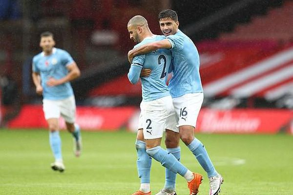 Thắng khó Sheffield, Man City áp sát nhóm đầu Premier League