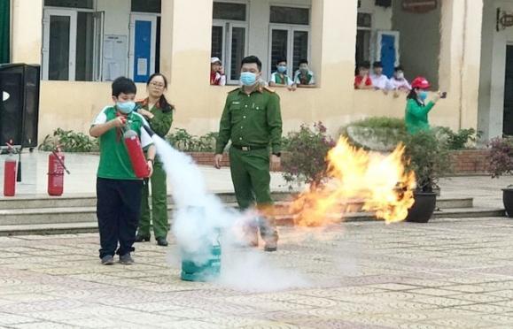 Giáo dục về Luật Phòng cháy chữa cháy cho học sinh và tập huấn kỹ năng PCCC tại trường