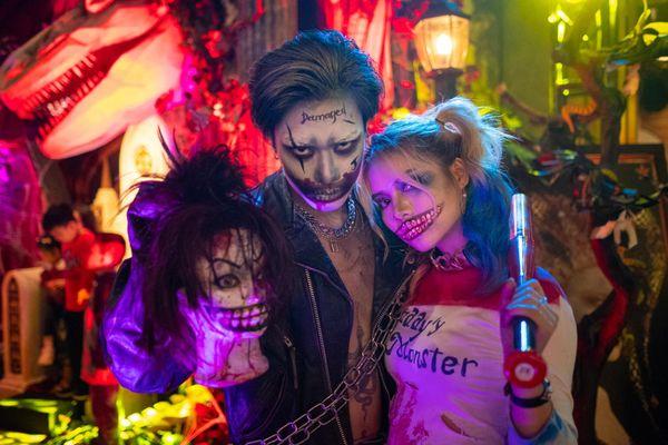 Thợ trang điểm vỉa hè kiếm tiền triệu trong đêm Halloween