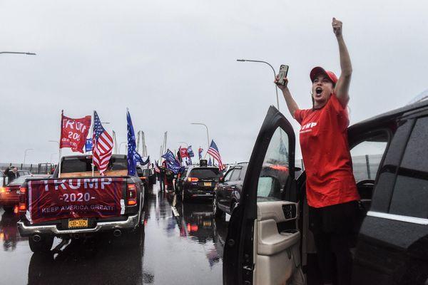 Người ủng hộ ông Trump dàn xe chặn cầu và cao tốc ở New York