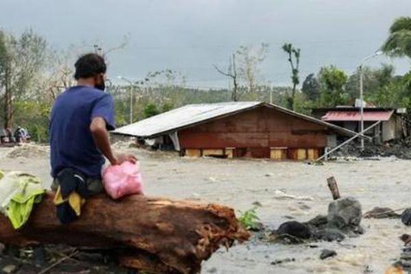 Siêu bão Goni quét sạch một thị trấn 70.000 người ở Philippines