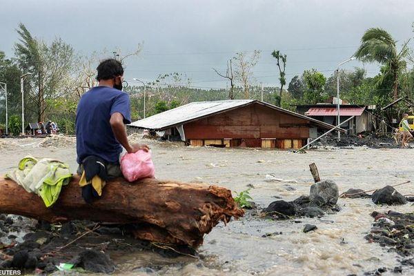 Cảnh tan thương sau khi siêu bão Goni đổ bộ Philippines