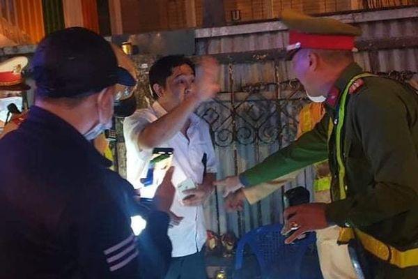 Hà Nội: Phạt 35 triệu tước GPLX 2 năm đối với 'ma men' lái ô tô trong đêm