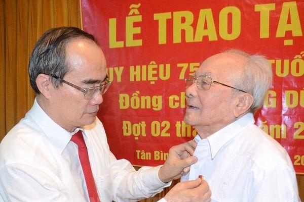 TP. Hồ Chí Minh : Gần 1.500 đảng viên được nhận Huy hiệu Đảng dịp kỷ niệm Cách mạng Tháng Mười Nga