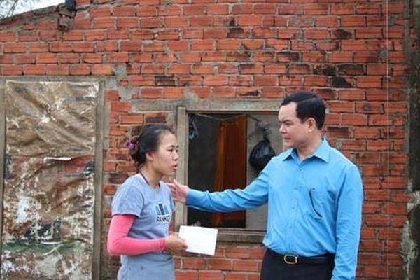 Tổng LĐLĐ Việt Nam hỗ trợ Quảng Nam 1,5 tỉ đồng khắc phục hậu quả bão lụt