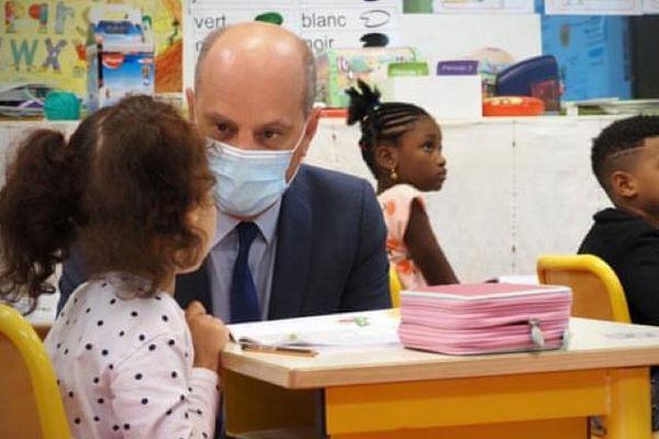 Trẻ từ 6 tuổi tại Pháp buộc phải đeo khẩu trang trong lớp