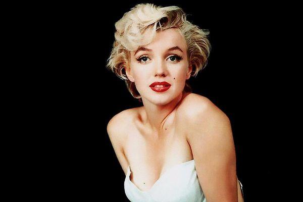 9 huyền thoại sắc đẹp chấp nhận cách 'đau đớn' để trụ lại Hollywood