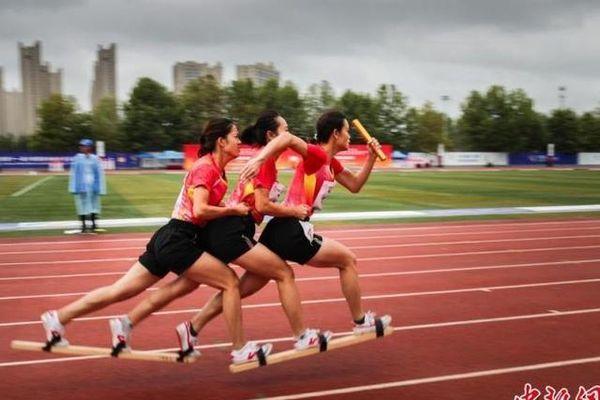 Đua giày trên ván, môn thể thao truyền thống kỳ lạ của Trung Quốc