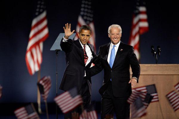 Hai gia đình Obama, Biden ăn mừng khi Barack trở thành tổng thống