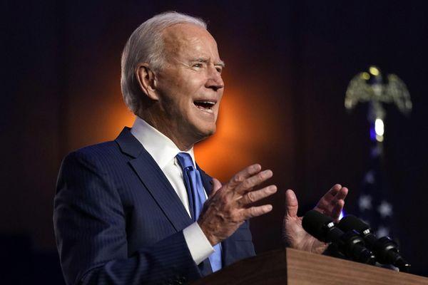Biden tự tin vào chiến thắng, Chánh văn phòng Nhà Trắng nhiễm COVID-19