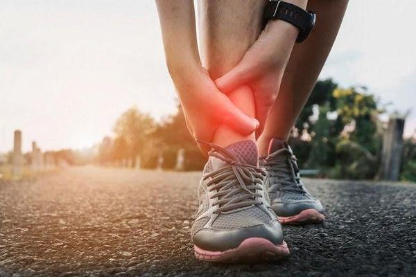 Đau cổ chân khi chạy bộ là do đâu?