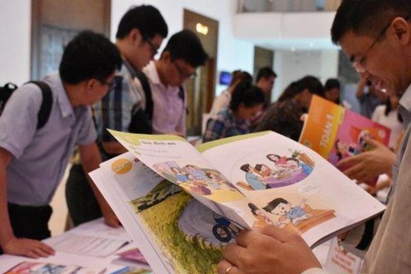 Nghịch lý thiếu sách giáo khoa, loạn sách tham khảo lớp 1