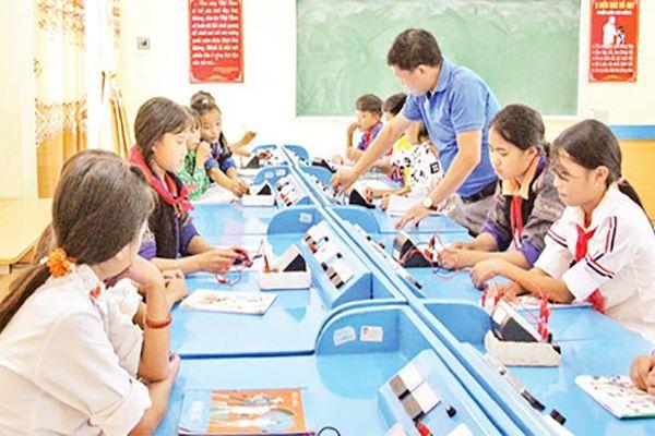 Thúc đẩy giáo dục vùng khó vươn lên
