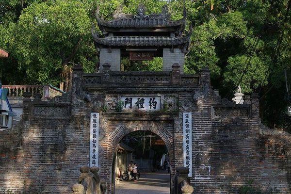 Khám phá vẻ đẹp của cổng làng đồ sộ trải qua 5 thế kỷ tại ngoại ô Hà Nội