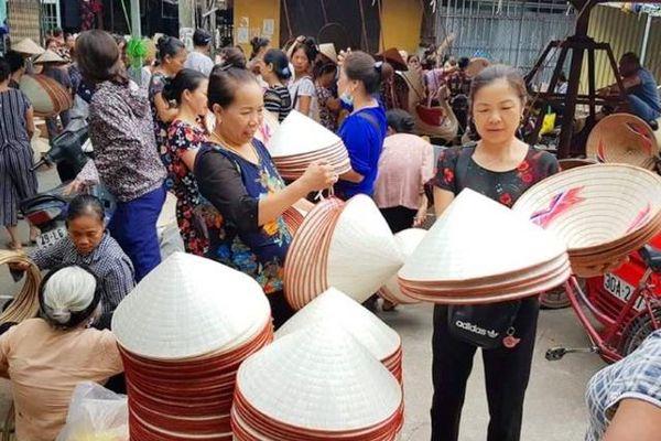 Ghé thăm chợ nón làng Chuông