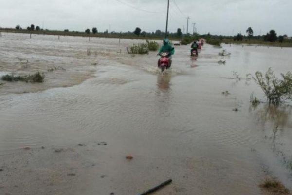 Thủy điện xả lũ, nhiều vùng ở Gia Lai bị ngập, quốc lộ 25 chia cắt