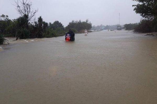 Thừa Thiên Huế: QL49B ngập sâu, học sinh vùng thấp trũng nghỉ học