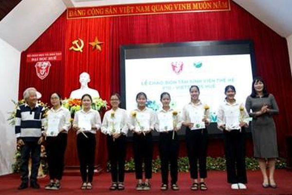 21 tân sinh viên Đại học Huế nhận học bổng VietSeeds