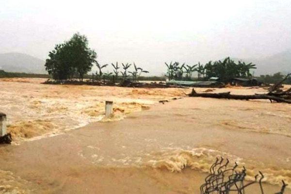Lũ khẩn cấp trên các sông ở Thừa Thiên Huế, Quảng Nam